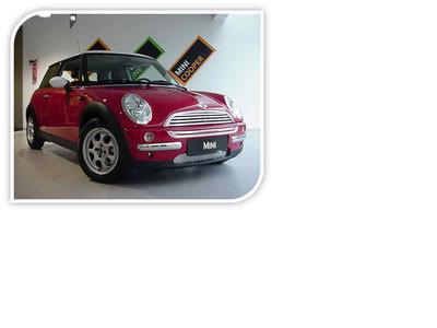 Mini Fahrzeug im Verkaufsraum