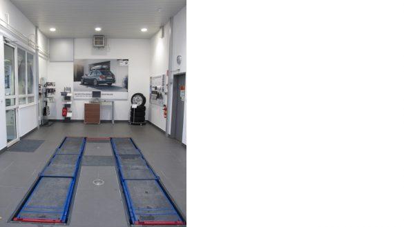 Reparatur-Annahmebühne und Direktannahme für Kundenberatung am Fahrzeug