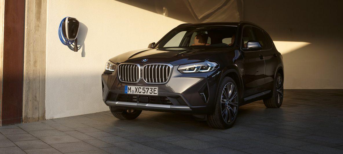 Plug-in Hybrid BMW X3 xDrive30e G01 Sophistograu Dreiviertel-Front stehend 2021