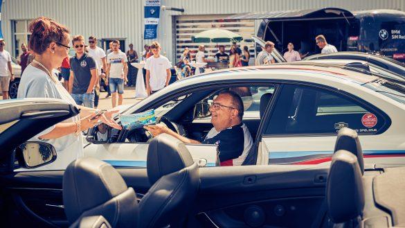 BMW SIM Racing und M4friends bei Autohaus Mann